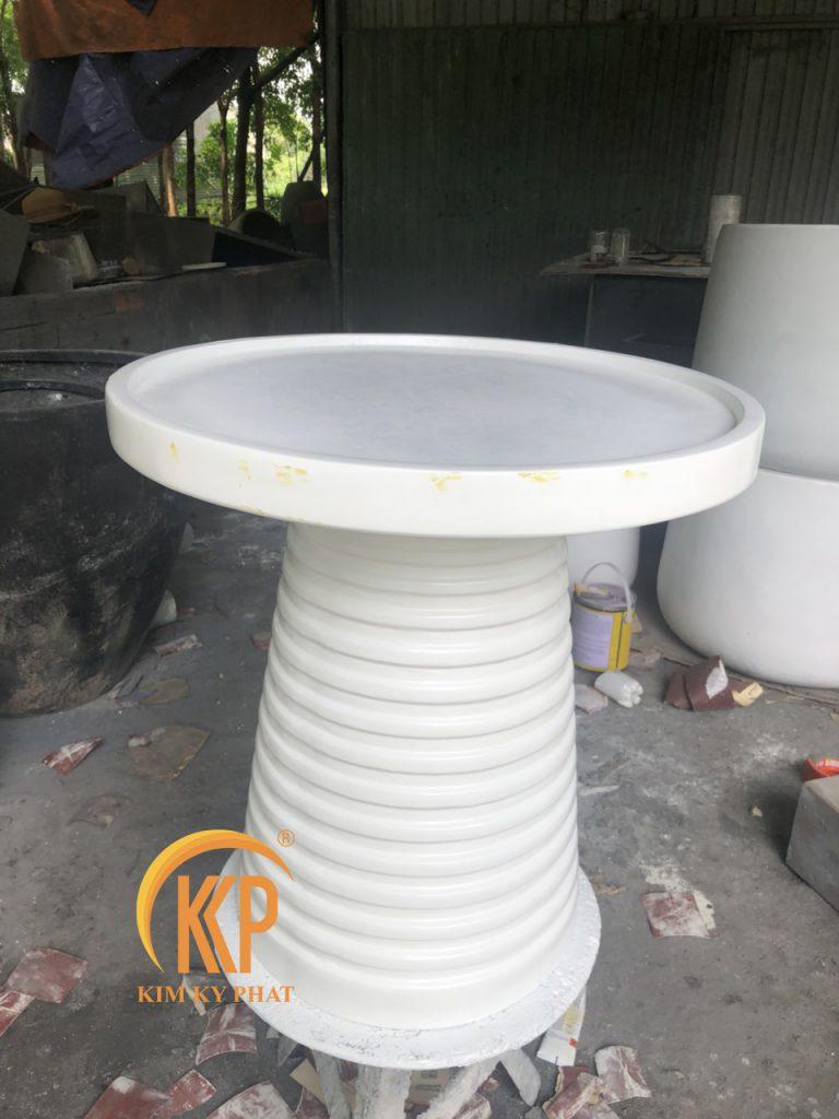 Chất liệu nhựa polyester gia cố sợi thủy tinh fiberglass.